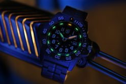 Luminox Navy SEAL 3500 Series 3502.L Black/White Front Side Closed With Background