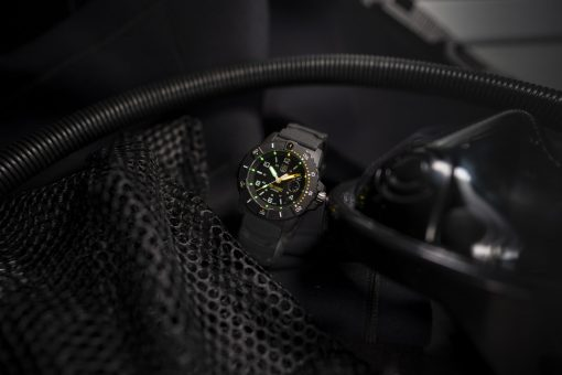Luminox Navy SEAL 3600 Series 3601 Black/White/Yellow Front Side Closed With Background