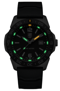 Luminox Pacific Diver 3120 Series 3121 Black/White Front Side Closed Center Night