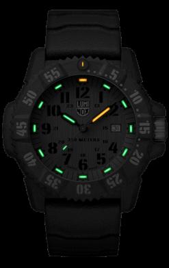 Luminox Master Carbon SEAL 3800 Series 3813.L Green/Black Front Side Closed Center Night