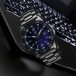 Luminox Pacific Diver 3120 Series 3123 Blue/White Front Side Closed With Background