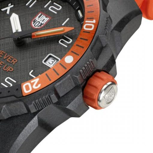 Luminox Bear Grylls Survival SEA 3720 Series 3729.NGU Black/Orange Bezel Close Up