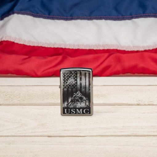 Zippo - U.S. Marine Corps Lighter Front Side Closed With Flag Background