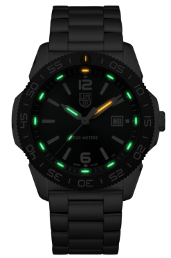 Luminox Pacific Diver 3120 Series 3137 Green/White Front Side Center Night