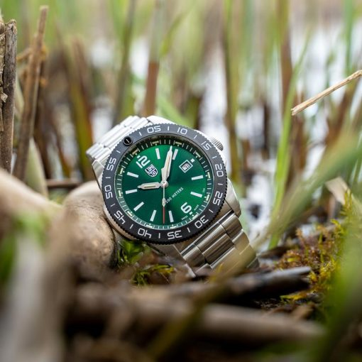 Luminox Pacific Diver 3120 Series 3137 Green/White Front Side With Background