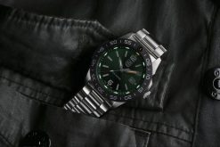 Luminox Pacific Diver 3120 Series 3137 Green/White Front Side With Background 2